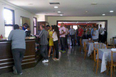 fila-restaurante