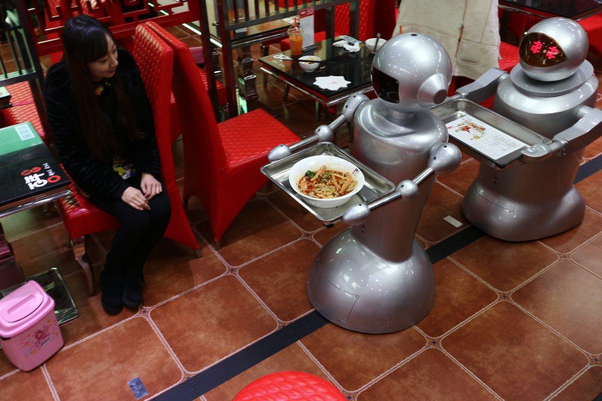 robos-restaurante-tecnologia-futuro-02