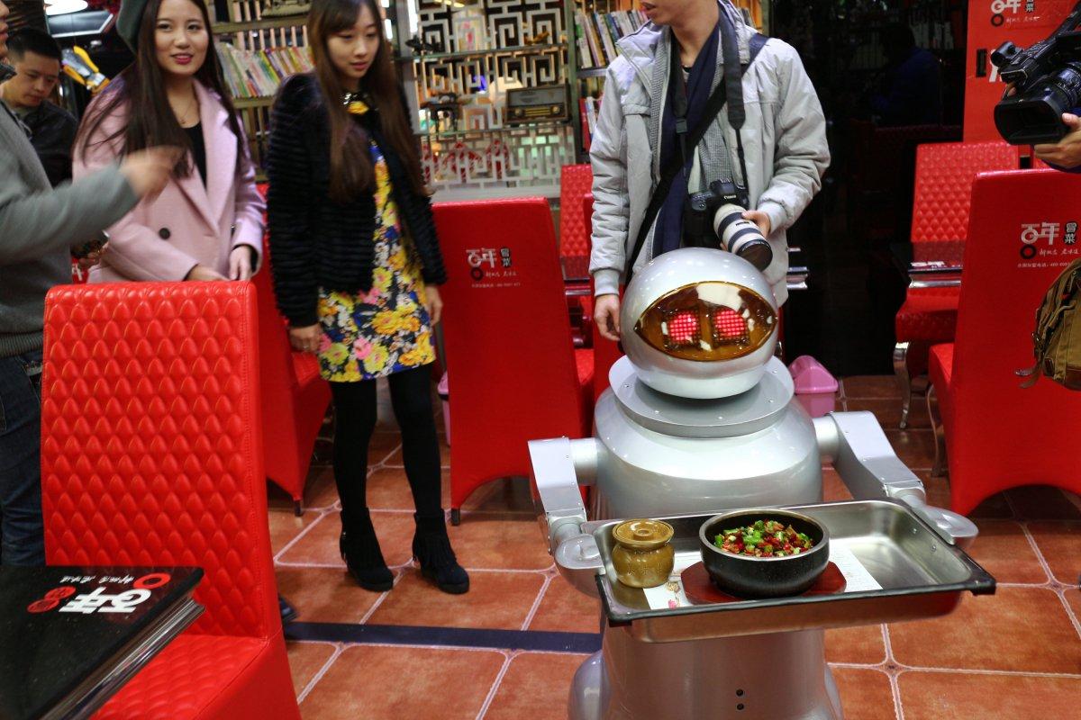 robos-restaurante-tecnologia-futuro-03