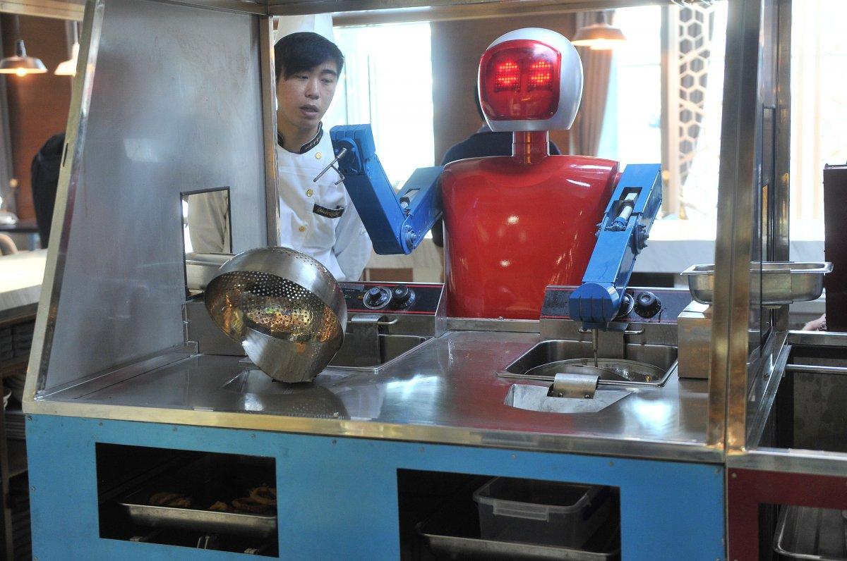 robos-restaurante-tecnologia-futuro-05