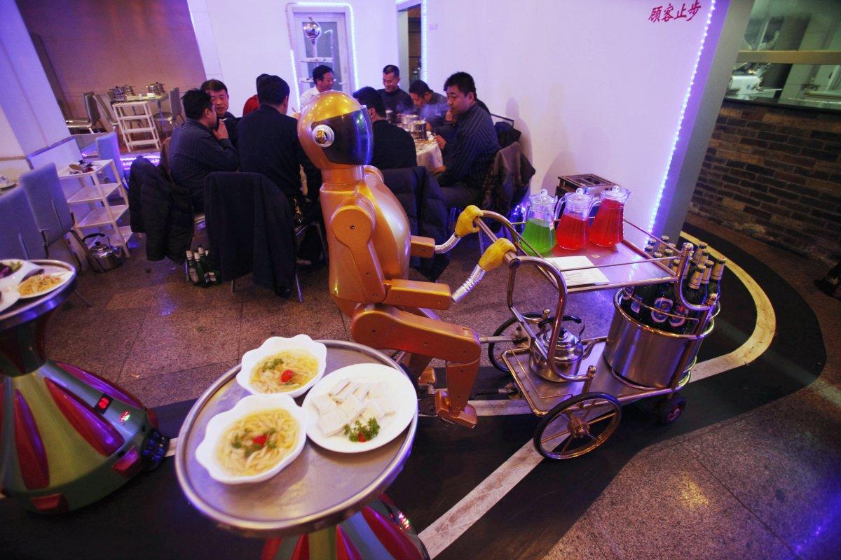 robos-restaurante-tecnologia-futuro-12