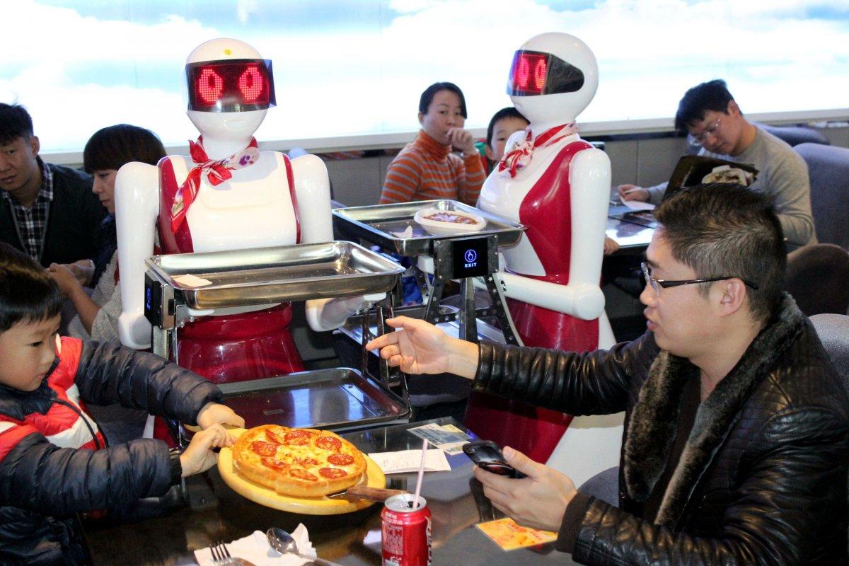 robos-restaurante-tecnologia-futuro-13