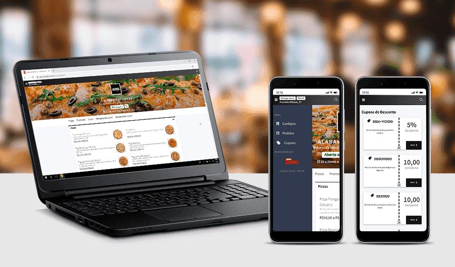 Um notebook e dois celulares com site e o aplicativo do MenuDino na tela de promoções.
