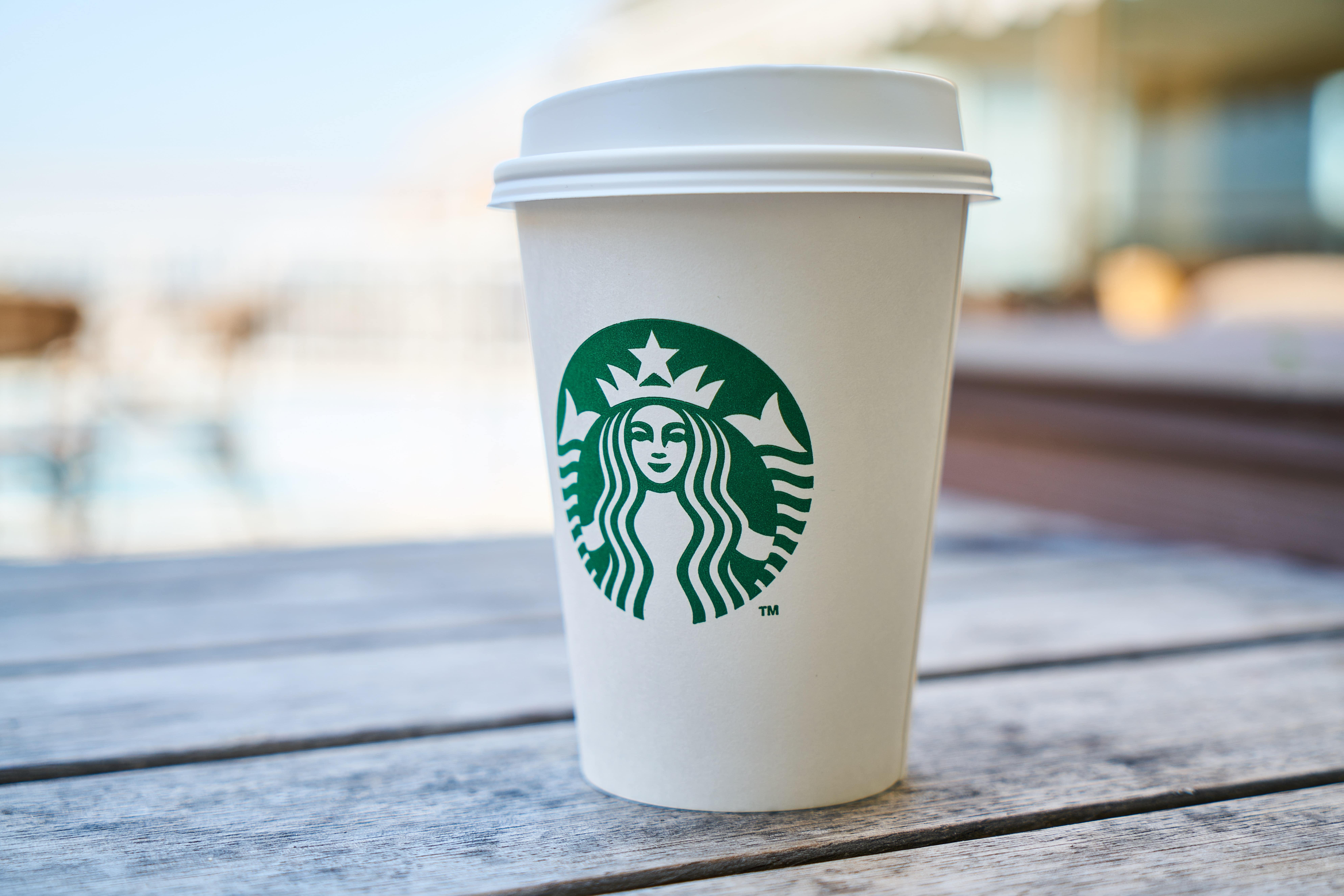 """Fim da Era Starbucks: Conheça o Tecnológico """"Luckin Café""""!"""