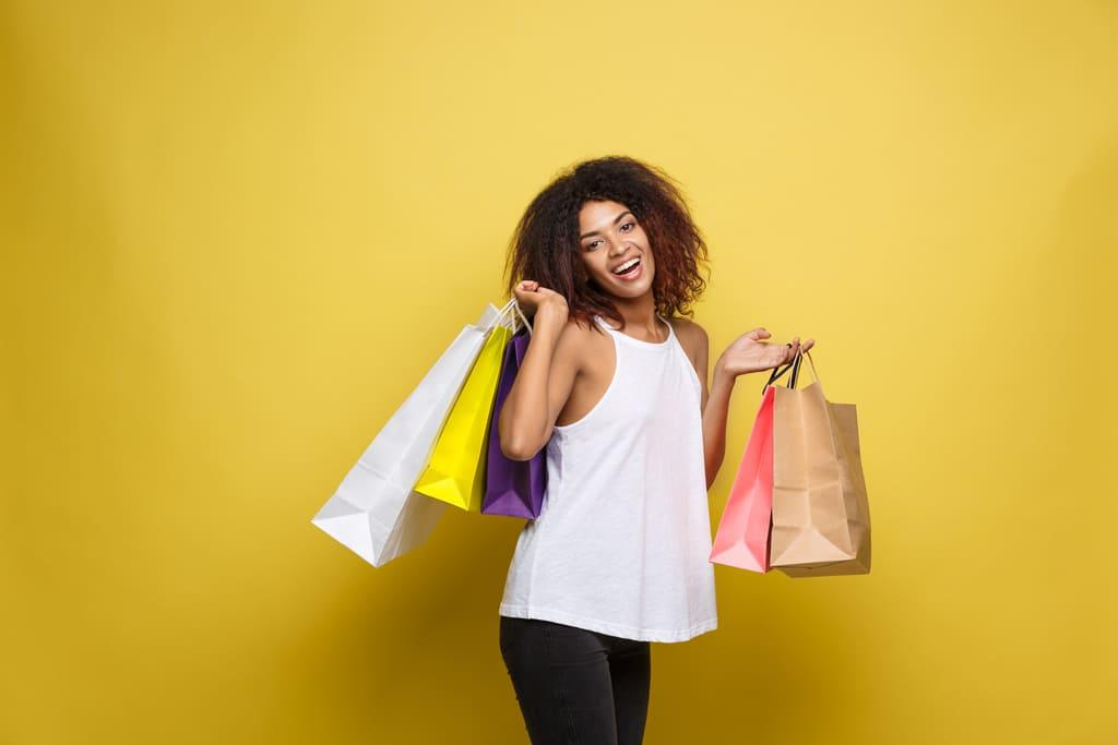 ideias promoções atrair clientes cliente feliz
